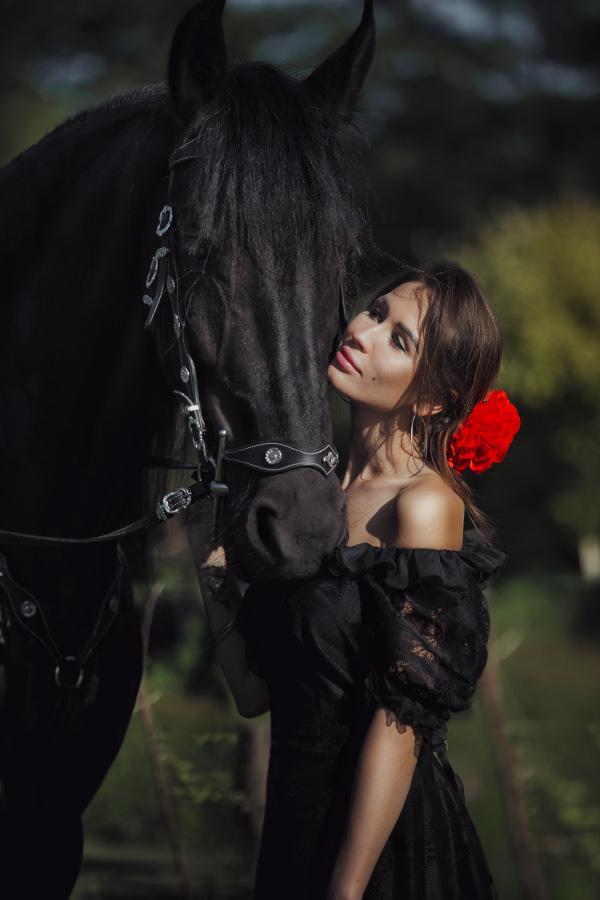 Sesja z koniem, zdjęcia jeździeckie, sesja konna, sesja z fryzem