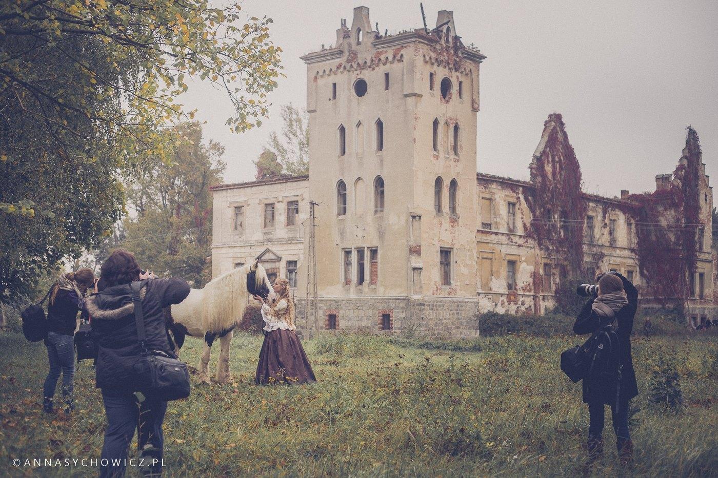 Plener fotograficzny w Gałowie. Warsztaty fotograficzne z końmi, nauka fotografowania koni.