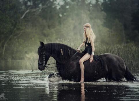 Patrycja i Djimmer – sesja z koniem w stylu boho